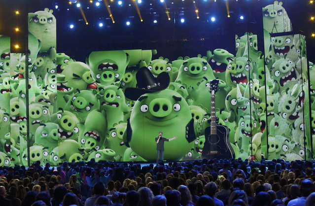 "View of the stage stage as show host Blake Shelton speaks during an ""Angry Birds"" movie promo at Nickelodeon's 2016 Kids' Choice Awards in Inglewood, California March 12, 2016. (Photo by Mario Anzuoni/Reuters)"
