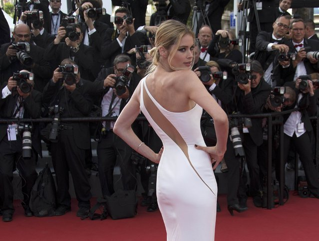 """Model Doutzen Kroes poses on the red carpet as she arrives for the opening ceremony and the screening of the film """"La tete haute"""" out of competition during the 68th Cannes Film Festival in Cannes, southern France, May 13, 2015. (Photo by Yves Herman/Reuters)"""