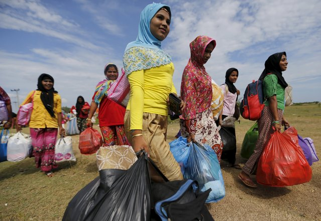 Rohingya migrant women, who arrived in Indonesia by boat, walks as they moves to better shelter inside a temporary compound for refugees in Kuala Cangkoi village in Lhoksukon, Indonesia's Aceh Province May 18, 2015. (Photo by Reuters/Beawiharta)