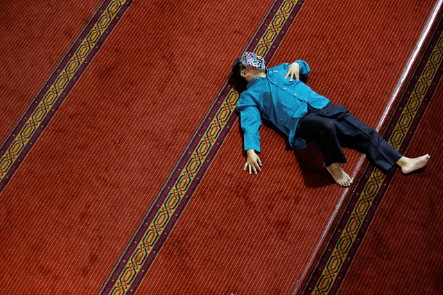 A man takes a rest as he waits for iftar during the holy month of Ramadan at Istiqlal mosque in Jakarta, Indonesia, May 7, 2019. (Photo by Willy Kurniawan/Reuters)