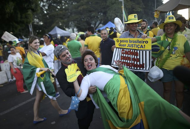"Brazilians in favor of the impeachment of President Dilma Rousseff demonstrate as the Lower House of Congress voted over her impeachment in Brasilia, Brazil April 17, 2016. The sign reads, ""The people want justice. Prison for the corrupt"". (Photo by Adriano Machado/Reuters)"