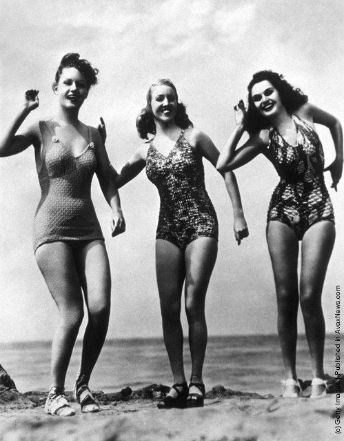 1948: Three women in bathing costumes