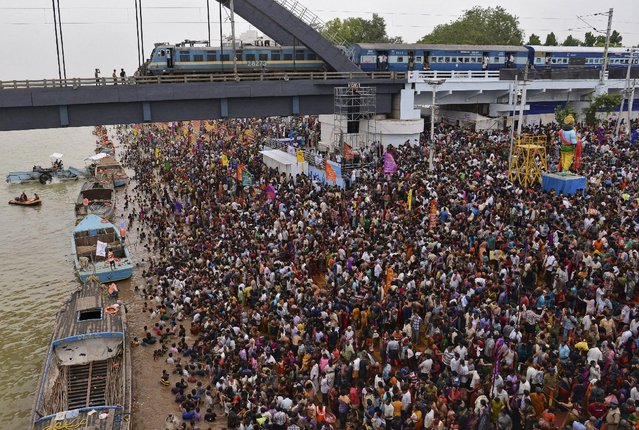 Devotees crowd to attend the Maha Pushkaralu, a Hindu festival, on the banks of river Godavari at Rajahmundry in Andhra Pradesh, India, July 14, 2015. (Photo by R. Narendra/Reuters)