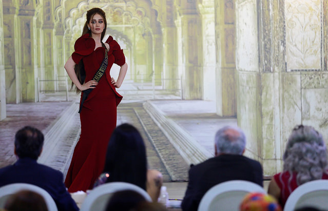 Viyan Amir waits for judges to determine the winner of Miss Iraq during the final round of judging in Baghdad,Iraq May 25, 2017. (Photo by Thaier Al-Sudani/Reuters)