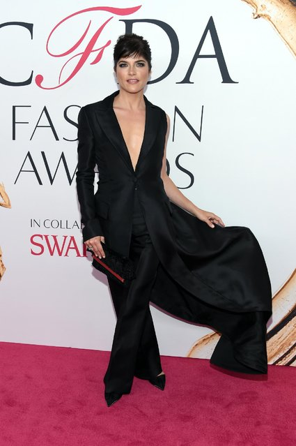 Selma Blair arrives at the CFDA Fashion Awards at the Hammerstein Ballroom on Monday, June 6, 2016, in New York. (Photo by Evan Agostini/Invision/AP Photo)