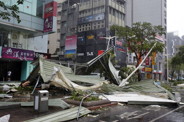A street corner is filled with a mangled rooftop brought down by strong winds from Typhoon Soudelor in Taipei, Taiwan, Saturday, August 8, 2015. (Photo by Wally Santana/AP Photo)