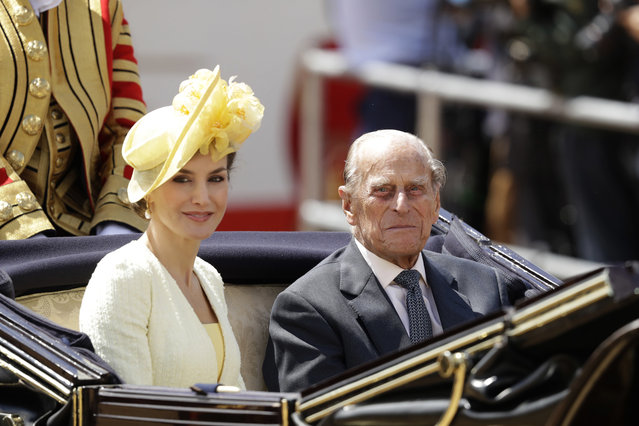 Spain's Queen Letizia and Britain's Prince Philip sit together in a carriage as they are taken to Buckingham Palace after a Ceremonial Welcome on Horse Guards Parade in London, Wednesday, July 12, 2017. (Photo by Matt Dunham/AP Photo)