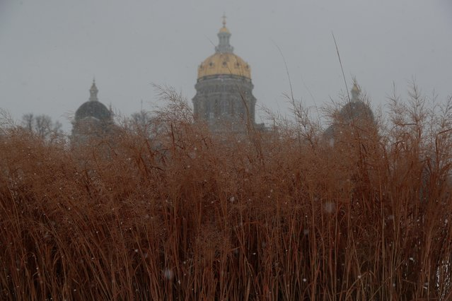 A view of Des Moines Capitol during a snowfall in Des Moines, Iowa, U.S., January 22, 2020. (Photo by Ivan Alvarado/Reuters)