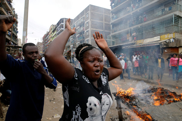Demonstrators set barricades on fire and shout slogans in Mathare, Nairobi, Kenya August 9, 2017. (Photo by Thomas Mukoya/Reuters)