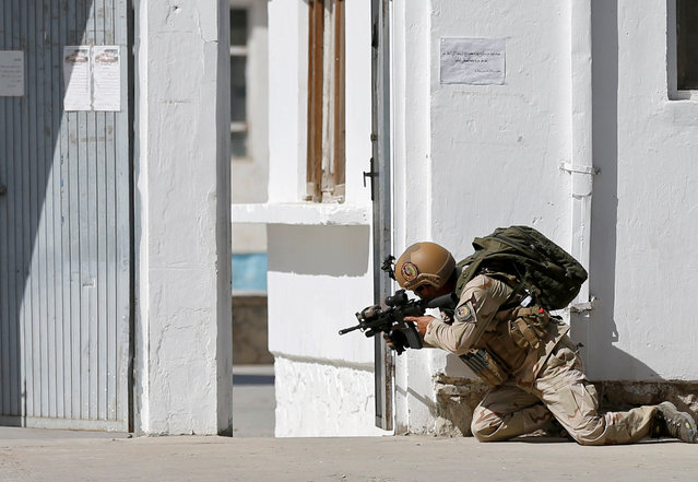 A member of the Afghan security force aims a rifle at the site of a suicide attack followed by a clash between Afghan forces and insurgents after an attack on a Shi'ite Muslim mosque in Kabul, Afghanistan on Friday, August 25, 2017. (Photo by Mohammad Ismail/Reuters)