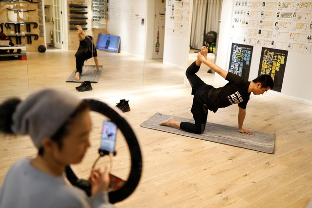 Trainer Wang Kai teaches a class that is being livestreamed at a gym, as the country is hit by an outbreak of the new coronavirus, in Beijing, China on February 14, 2020. (Photo by Carlos Garcia Rawlins/Reuters)