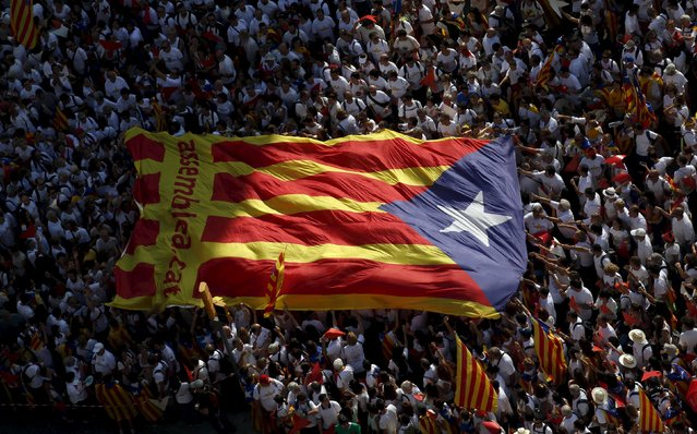 "Catalan pro-independence supporters hold a giant ""estelada"" (Catalan separatist flag) during a demonstration called ""Via Lliure a la Republica Catalana"" (Way of Freedom for the Republic of Catalonia) on the ""Diada de Catalunya"" (Catalunya's National Day) in Barcelona, Spain, September 11, 2015. (Photo by Albert Gea/Reuters)"