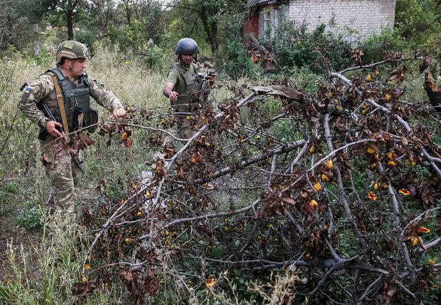 Ukrainian servicemen are seen at their positions on the front line near Avdeyevka, Ukraine, August 12, 2016. (Photo by Gleb Garanich/Reuters)