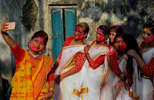 Students of Rabindra Bharati University, with their faces smeared in coloured powder, take a selfie during celebrations for Holi inside the university campus in Kolkata, India, February 26, 2018. (Photo by Rupak De Chowdhuri/Reuters)