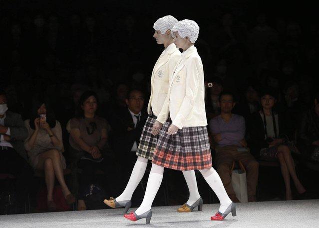 Models display creations by Japanese designer Kunihiko Morinaga during the 2013-2014 autumn/winter Collection at the Tokyo Fashion Week in Tokyo, Tuesday, March 19, 2013. (Photo by Shizuo Kambayashi/AP Photo)