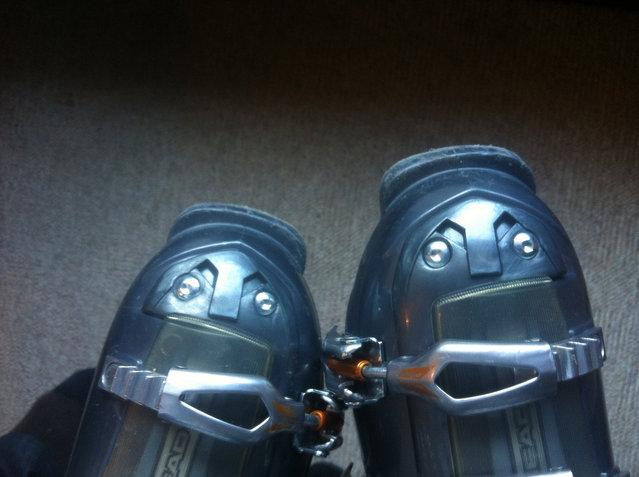 Ski twins. (Photo by Sébi)