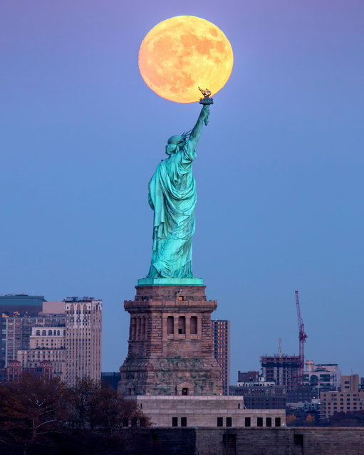 This photo shows a supermoon over the Statue of Liberty in New York City on Monday, November 14, 2016. (Photo by Peter Alessandria/Caters News)