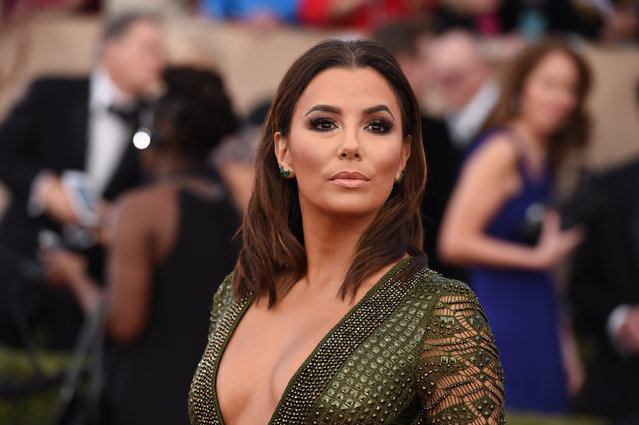 Eva Longoria arrives at the 22nd annual Screen Actors Guild Awards at the Shrine Auditorium & Expo Hall on Saturday, January 30, 2016, in Los Angeles. (Photo by Jordan Strauss/Invision/AP Photo)