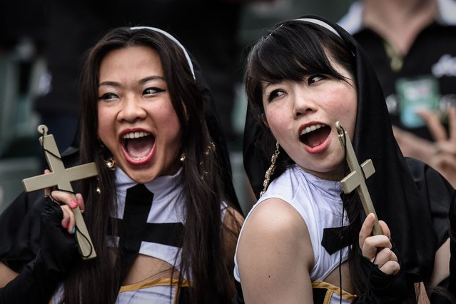 Rugby fans are seen during the first day of the rugby sevens tournament in Hong Kong on March 27, 2015. (Photo by Philippe Lopez/AFP Photo)