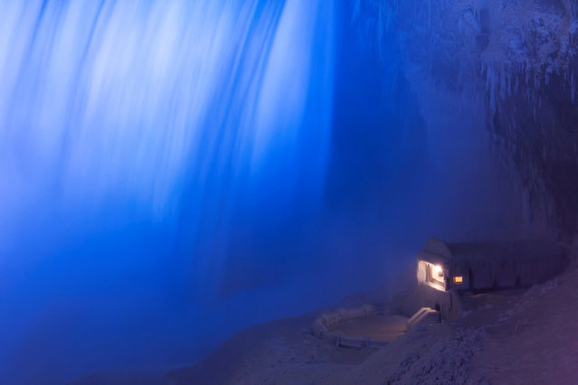 A building covered in ice sits at the base of the Horseshoe Falls in Niagara Falls, Canada, January 2, 2018. (Photo by Aaron Lynett/Reuters)