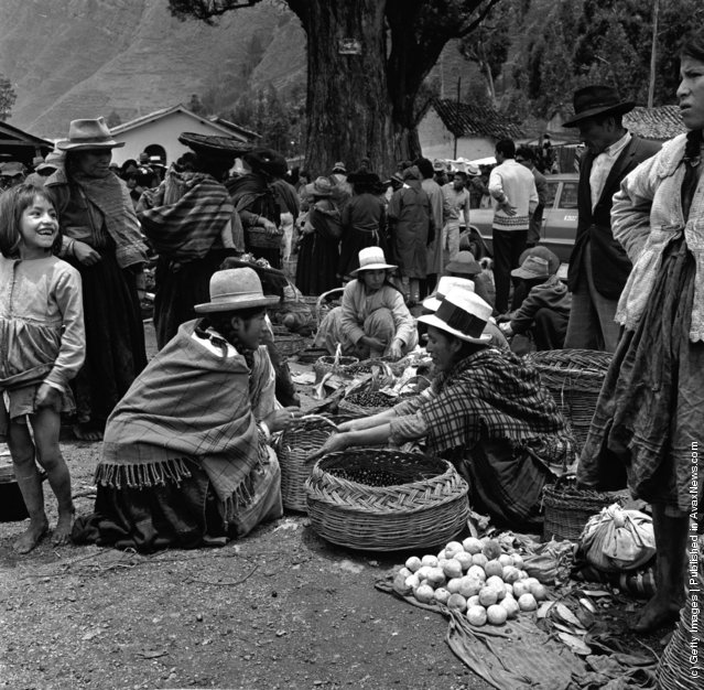 A Sunday market in Pisac, Peru, 1950