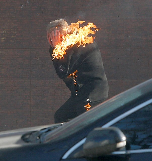 A anti-government protester is engulfed in flames while running from the scene, during clashed with riot police outside Ukraine's parliament in Kiev, Ukraine, Tuesday, February 18, 2014. Thousands of angry anti-government protesters clashed with police in a new eruption of violence following new maneuvering by Russia and the European Union to gain influence over this former Soviet republic. (Photo by Efrem Lukatsky/AP Photo)