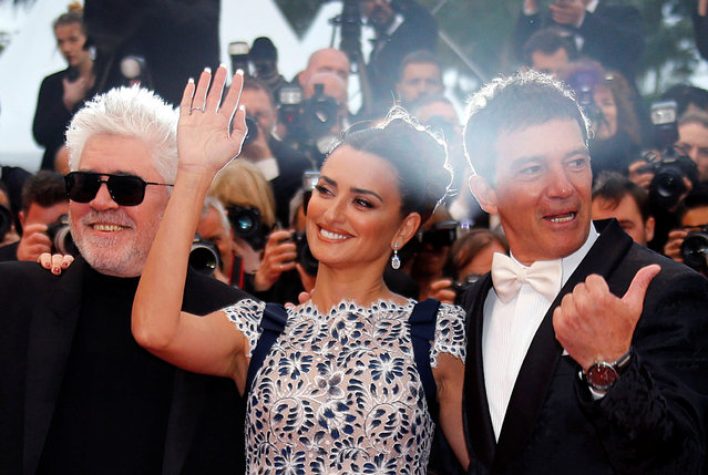 """(From L) Spanish film director Pedro Almodovar, Spanish actress Penelope Cruz and Spanish actor Antonio Banderas leave the Festival Palace after the screening of the film """"Dolor Y Gloria (Pain and Glory)"""" at the 72nd edition of the Cannes Film Festival in Cannes, southern France, on May 17, 2019. (Photo by Regis Duvignau/Reuters)"""