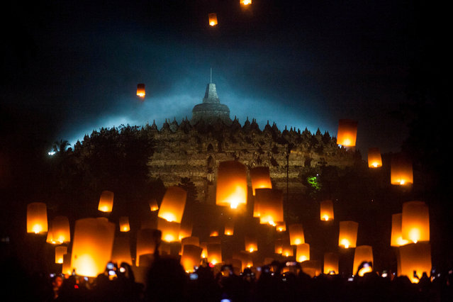Visitors release paper lanterns during a ceremony on Vesak Day at the Borobudur temple in Magelang, Central Java province, Indonesia, May 19, 2019 in this photo taken by Antara Foto. (Photo by Andreas Fitri Atmoko/Antara Foto via Reuters)