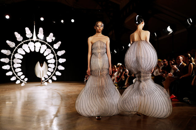 Models present creations by Iris van Herpen during the Women's Fall-Winter 2019/2020 Haute Couture collection fashion show in Paris, on July 1, 2019. (Photo by Thomas Samson/AFP Photo)
