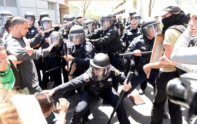 Police use batons to push back protesters outside the California Republican Party convention in Burlingame, California April 29, 2016. (Photo by Noah Berger/Reuters)