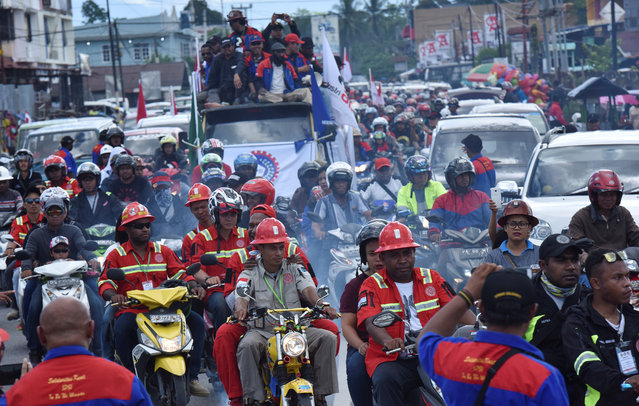 Workers and contractors from PT Freeport travel in a convoy during a rally commemorating May Day in Timika, Papua province, Indonesia on May 1, 2017. (Photo by Wahyu Putro A/Reuters/Antara Foto)