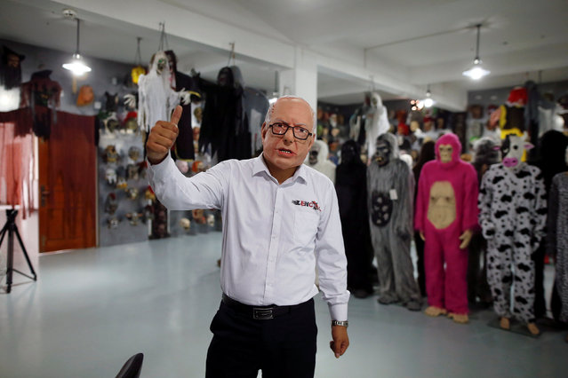 The manager of Jinhua Partytime Latex Art and Crafts Factory wears a mask of U S. Democratic presidential candidate Bernie Sanders as he poses and gives a thumbs-up as during a presentation of products to reporters at his factory's showroom in Jinhua, Zhejiang Province, China, May 25, 2016. (Photo by Aly Song/Reuters)