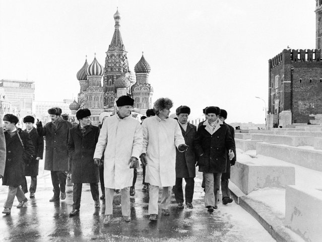 A group of astronauts and their cosmonaut hosts are photographed sightseeing on Red Square in the heart of Moscow during a tour of the Soviet capital, on November 1973. The Americans were in the USSR to participate in Apollo-Soyuz Test Project familiarization training on the Soyuz systems at the Cosmonaut Training Center (Star City) near Moscow. Astronaut Thomas P. Stafford (light coat, black cap), commander of the American ASTP crew, was head of the U.S. delegation to Star City. (Photo by NASA/USSR Academy of Sciences)