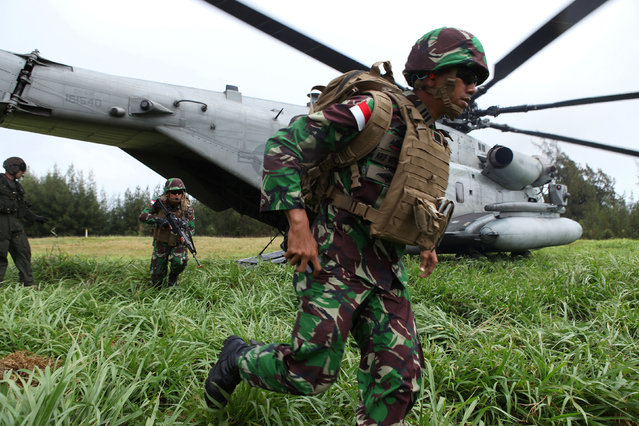 Indonesian Marines exit a US Navy CH 53 Sea Stallion during a helicopter insertion exercise with US Marines in the Kahuku mountains training area during the multi-national military exercise RIMPAC in Honolulu, Hawaii, July 13, 2016. (Photo by Hugh Gentry/Reuters)