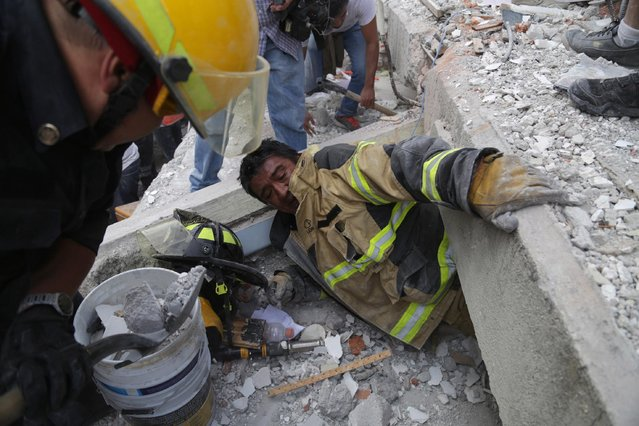 Earthquake aftermath in Mexico City, Mexico on September 19, 2017. A 7.1 magnitude earthquake of occurred in Mexico City, with the epicenter in the state of Morelos, caused damages and collapsed of several buildings. Civil defense search for survivors. Death toll has risen above 200 according to the Civil Defense chief. (Photo by Arturo Ramos/Prensa Internacional via ZUMA Press/Rex Features/Shutterstock)