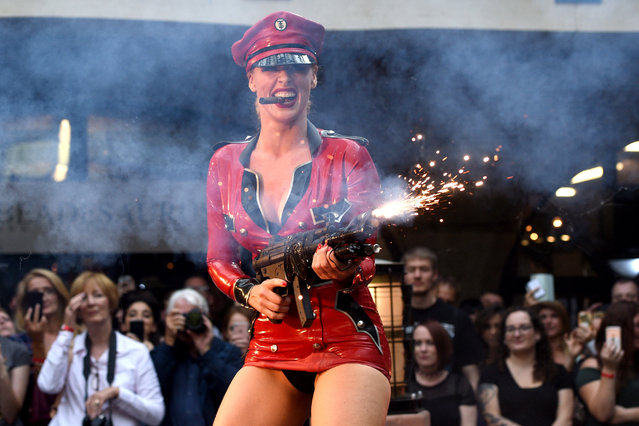 A Burlesque performer onstage during the London Tattoo Convention at the Tobacco Docks, in London, Britain, 24 September 2017. (Photo by Facundo Arrizabalaga/EPA/EFE)