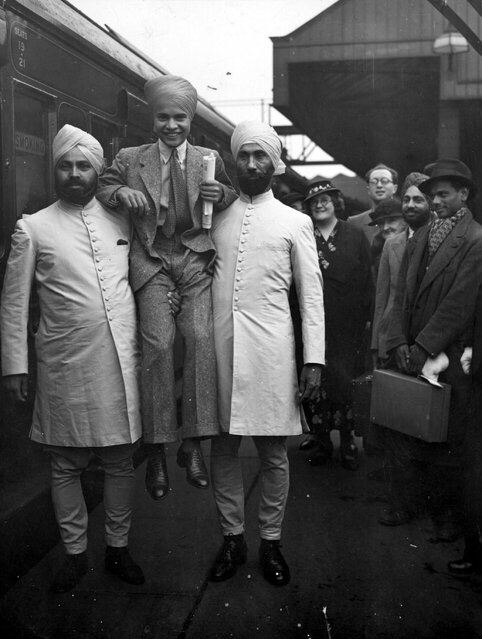 """Young Indian actor Sabu (1924–1963) leaves Waterloo station in London on his way to New York, for the premiere of his latest film """"The Drum"""". 7th September 1938. (Photo by Stephenson/Topical Press Agency)"""