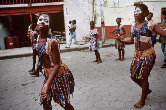 Colombia, Tumaco. Procession for peace in July 1998. (Photo by Jean-Claude Coutausse)