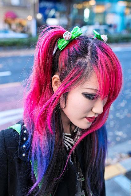 Pink-Purple Dip Dye Hair, Harajuku. Friendly Japanese high school student Lisa 13 on the street in Harajuku. (Tokyo Fashion)
