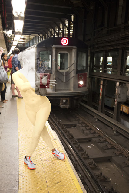 A woman blends into the daily rush at the Union Square subway 5 in Manhattan, US. (Photo by Trina Merry/Caters News)