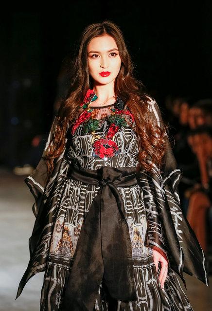 A model presents a creation by Kazakhstan's designer Yerlan Zholdasbek during Kazakhstan Fashion Week in Almaty, Kazakhstan April 10, 2018. (Photo by Shamil Zhumatov/Reuters)