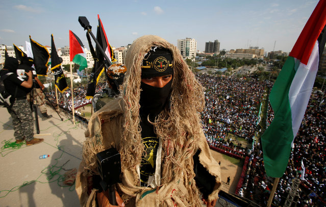 A Palestinian Islamic Jihad militant stands guard on a roof  during a rally marking the 29th anniversary of the movement foundation in Gaza City October 21, 2016. (Photo by Suhaib Salem/Reuters)