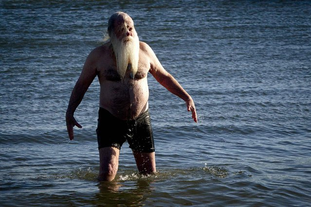 Dick Shea takes part in the Polar Bear Plunge on Coney Island in the Brooklyn borough of New York January 1, 2015. (Photo by Carlo Allegri/Reuters)