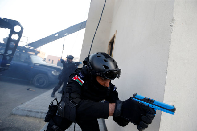 """Omani Tactical & Commando personnel are seen during the month-long GCC joint security exercise """"Arabian Gulf Security 1"""" in Manama, Bahrain November 1, 2016. (Photo by Hamad I. Mohammed/Reuters)"""