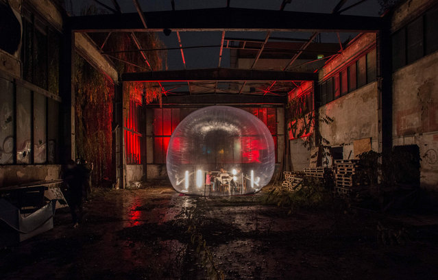 "A family eats a dinner in a plastic bubble during a performance by artistic group Cirk La Putyka called ""Isolation"" on October 31, 2020 in Prague. The Czech Republic ranks second in the EU in new cases of Covid-19 per 100,000 inhabitants and is top for new deaths, according to data compiled by the European Centre for Disease Prevention and Control. (Photo by Michal Cizek/AFP Photo)"