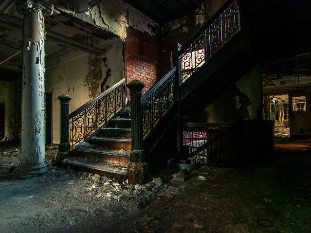 These chilling images prove there is no sign of life at this abandoned tuberculosis treatment hospital. Johnny Joo, 24, captured the eerie shots of the desolate TB ward, in Perrysburg, New York. Where equipment lies gathering rust and walls are left crumbling. (Photo by Johnny Joo/Caters News)
