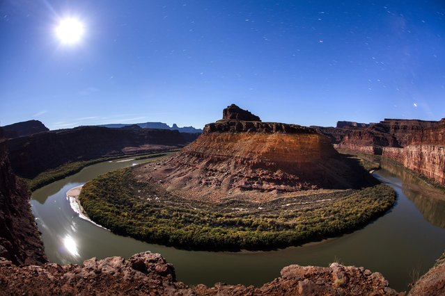 The moon rises above the Colorado River as it winds around the northern reaches of the proposed Bear Ears National Monument near Moab, Utah, USA, 11 November 2016. In October 2015, a coalition of five Indian nations, including the Hopi, Ute, and Navajo, formally proposed the monument, attempting to preserve the parcel's 100,000 archeological sites from ongoing looting and grave robbing. Less than two months before handing over the White House to President Elect Trump, President Obama must decide if it's worth the political capital to designate Bear Ears a national monument. (Photo by Jim Lo Scalzo/EPA)