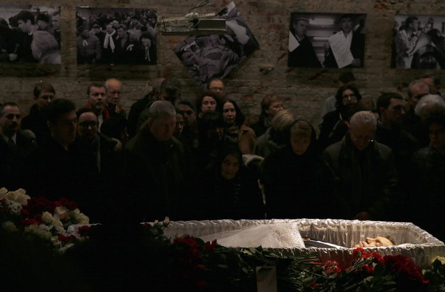 Mourners surround a coffin as they attend a memorial service before the funeral of Russian leading opposition figure Boris Nemtsov in Moscow, March 3, 2015. Several hundred Russians, many carrying red carnations, queued on Tuesday to pay their respects to Nemtsov, the Kremlin critic whose murder last week showed the hazards of speaking out against Russian President Vladimir Putin. REUTERS/Maxim Shemetov