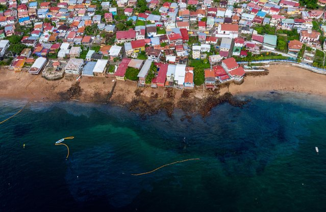 Aerial view of the beaches of Taboga Island contaminated by an oily liquid in Panama on June 10, 2021. A oil liquid spill has affected the beaches of the tourist island of Taboga, informed the Panama Maritime Authority. The island's mayor's office urged residents and tourists to avoid using the beaches while cleanup work is being carried out and an investigation is underway into what could have caused this contamination, which has been affecting the area's fauna for the past three days. (Photo by Luis Acosta/AFP Photo)