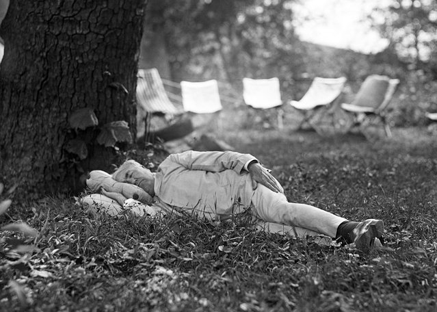 President Harding goes camping in the Blue Ridge Mountains, July 1921. It is said that Thomas Edison sleeps only four hours a night. This may be true but now we know he also sleeps during the day. This photo shows the Great Inventor taking a noonday nap under a tree at the camp. (Photo by Bettmann Archive/Getty Images)